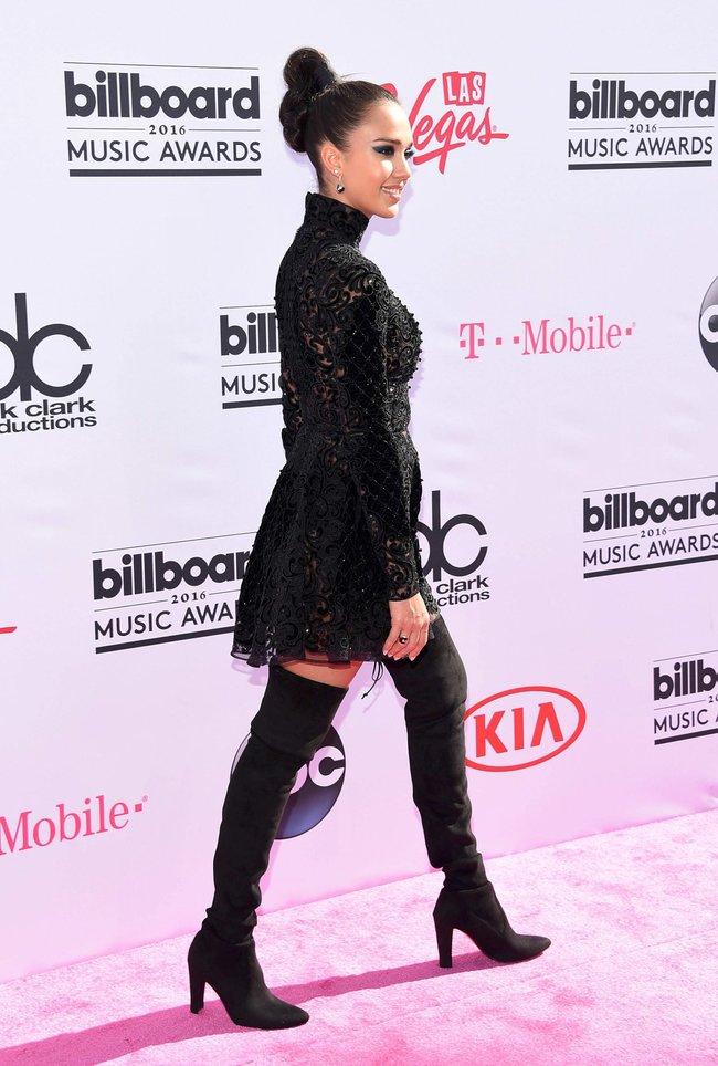Джессика Альба на церемонии Billboard Music Awards 2016 в Лас-Вегасе: jessica-alba-12_Starbeat.ru
