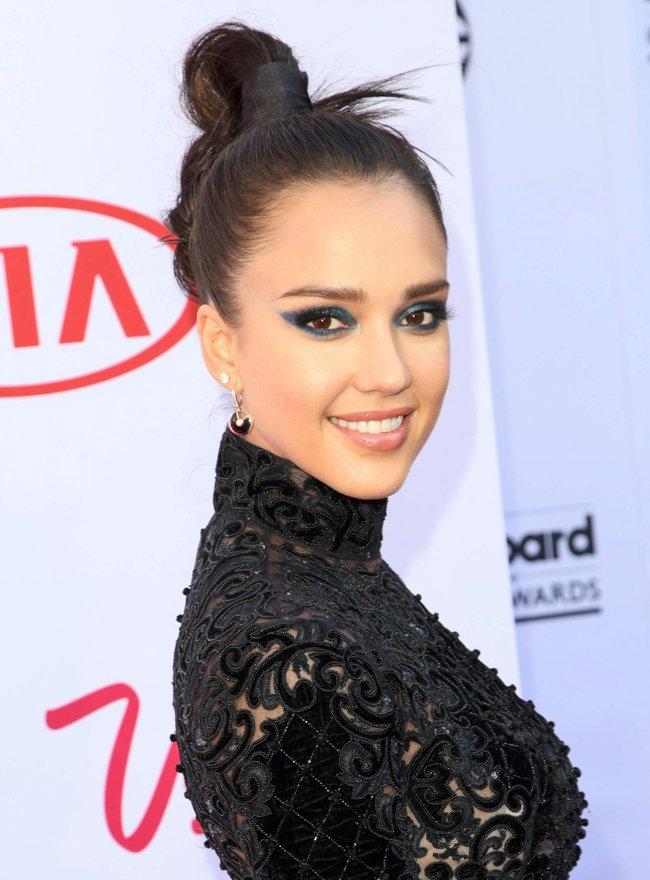Джессика Альба на церемонии Billboard Music Awards 2016 в Лас-Вегасе: jessica-alba-5-1_Starbeat.ru