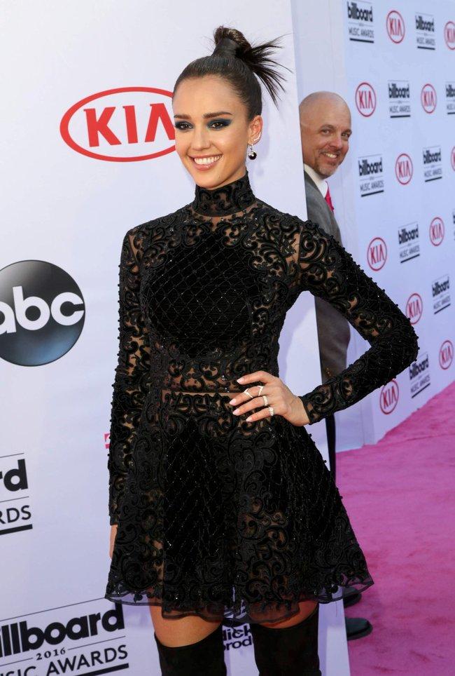 Джессика Альба на церемонии Billboard Music Awards 2016 в Лас-Вегасе: jessica-alba-6-1_Starbeat.ru
