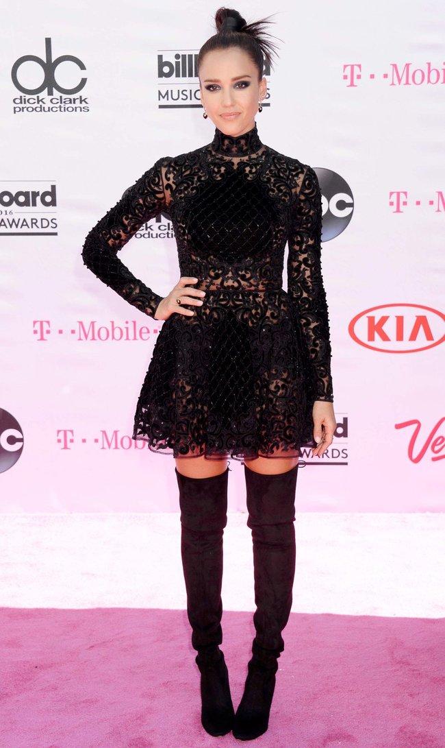 Джессика Альба на церемонии Billboard Music Awards 2016 в Лас-Вегасе: jessica-alba-7_Starbeat.ru