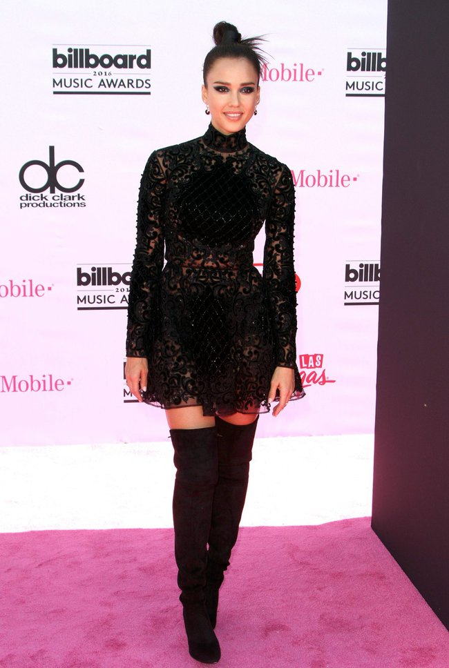 Джессика Альба на церемонии Billboard Music Awards 2016 в Лас-Вегасе: jessica-alba-8_Starbeat.ru