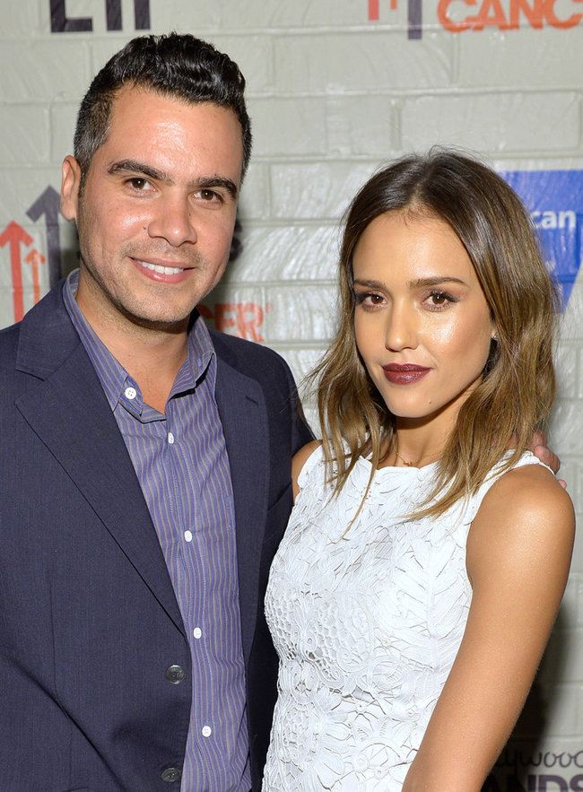 «Hollywood Stands Up To Cancer»: Джессика Альба: jessica-alba-214-hollywood-stands-up-to-cancer-event--04_Starbeat.ru