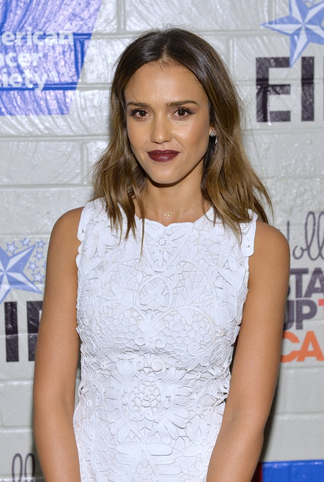 «Hollywood Stands Up To Cancer»: Джессика Альба: jessica-alba-214-hollywood-stands-up-to-cancer-event--05_Starbeat.ru