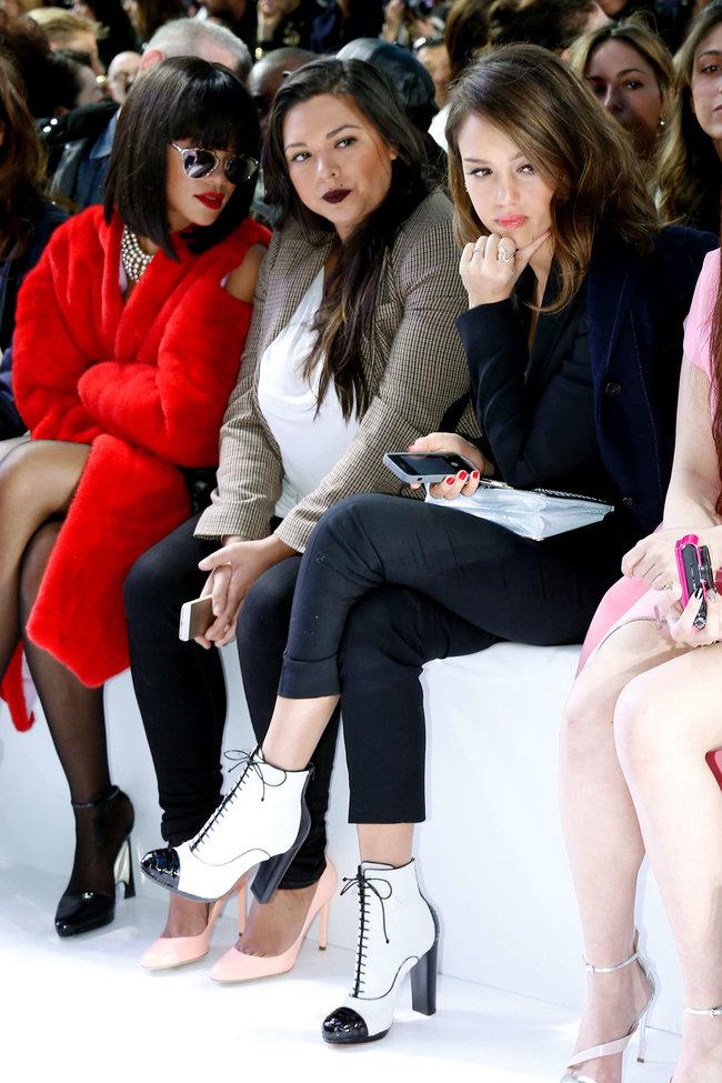 Джессика Альба на модном показе «Dior» в Париже: jessica-alba-dior-fashion-show-in-paris--07_Starbeat.ru