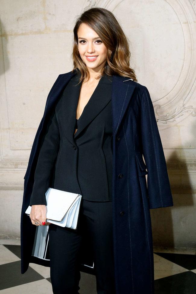 Джессика Альба на модном показе «Dior» в Париже: jessica-alba-dior-fashion-show-in-paris--11_Starbeat.ru