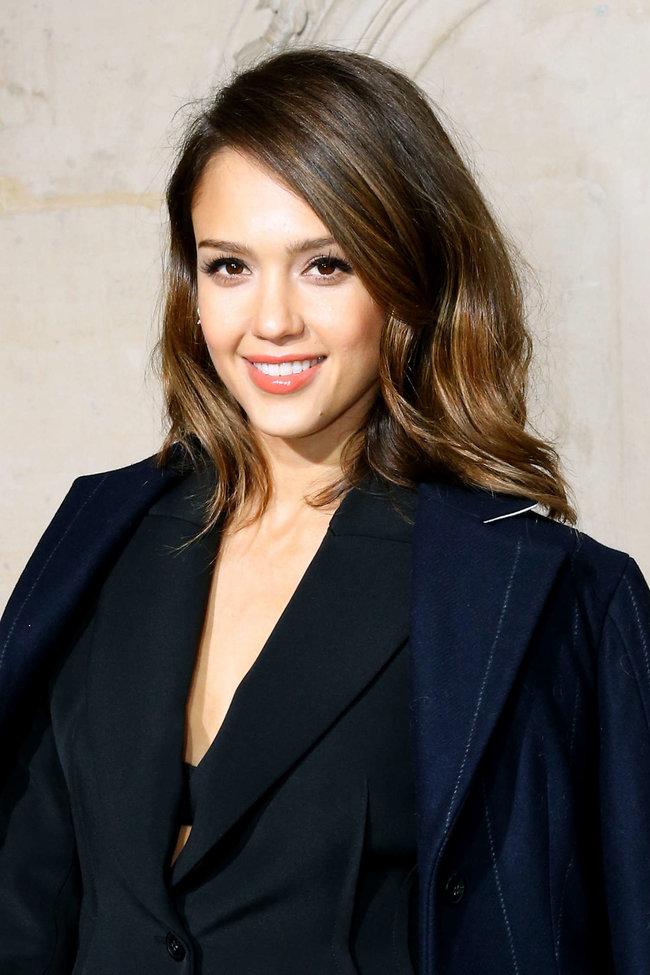 Джессика Альба на модном показе «Dior» в Париже: jessica-alba-dior-fashion-show-in-paris--14_Starbeat.ru