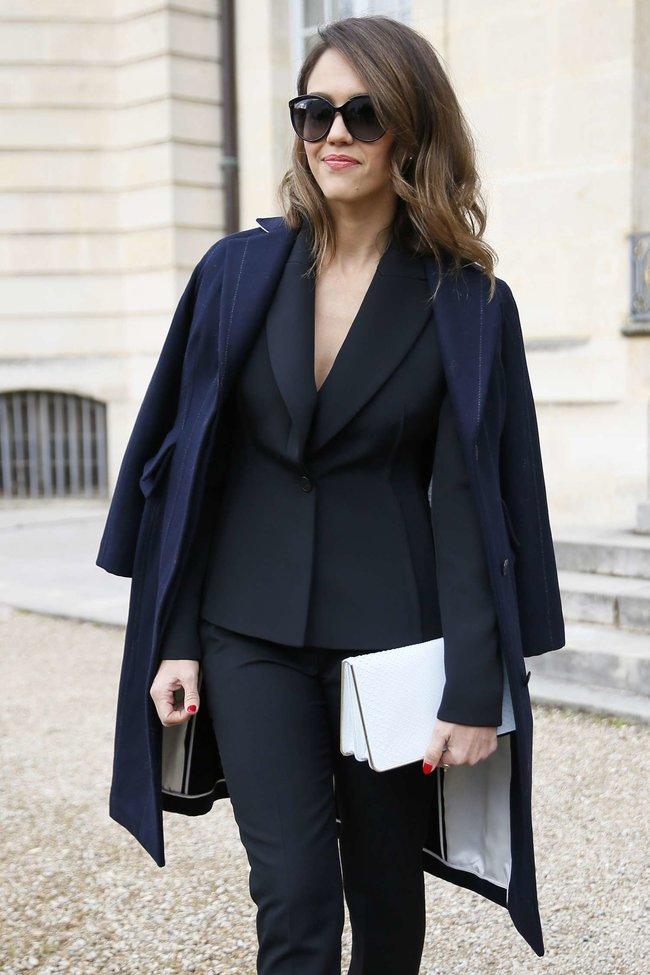Джессика Альба на модном показе «Dior» в Париже: jessica-alba-dior-fashion-show-in-paris--15_Starbeat.ru