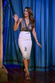 Джессика Альба на телешоу «Late Night with Jimmy Fallon» в Нью-Йорке: jessica-alba-110_Starbeat.ru