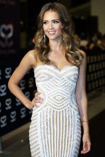 Джессика Альба в Сингапуре на «Social Star Awards»: jessica-alba---social-star-awards-in-singapore--01_Starbeat.ru