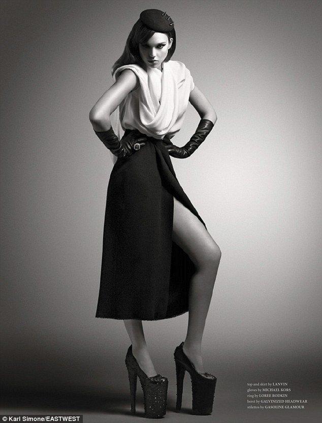 Джессика Альба в фотосессии журнала «West East Magazine»: jessica-alba-west-east-magazine-2013--06_Starbeat.ru