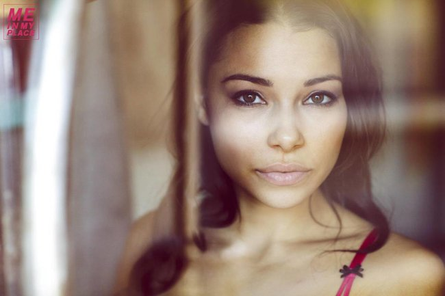 Джессика Паркер Кеннеди в фото-проекте «Me In My Place»: jessica_parker_kennedy-190_Starbeat.ru