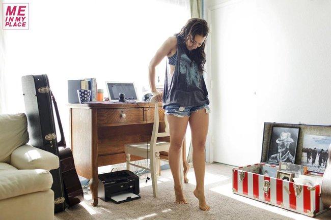 Джессика Паркер Кеннеди в фото-проекте «Me In My Place»: jessica_parker_kennedy-2_Starbeat.ru