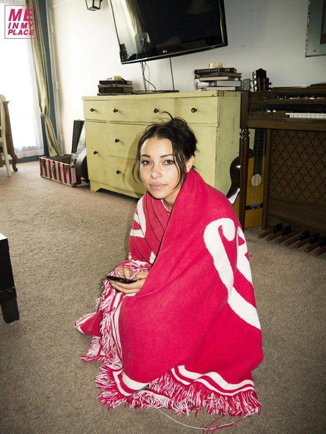 Джессика Паркер Кеннеди в фото-проекте «Me In My Place»: jessica_parker_kennedy-30_Starbeat.ru