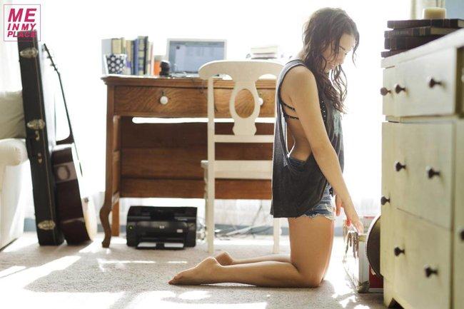 Джессика Паркер Кеннеди в фото-проекте «Me In My Place»: jessica_parker_kennedy-4_Starbeat.ru