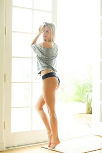 Джоанна Крупа в фотосессии журнала «Esquire»: «Me In My Place»: Joanna-Krupa-541_Starbeat.ru