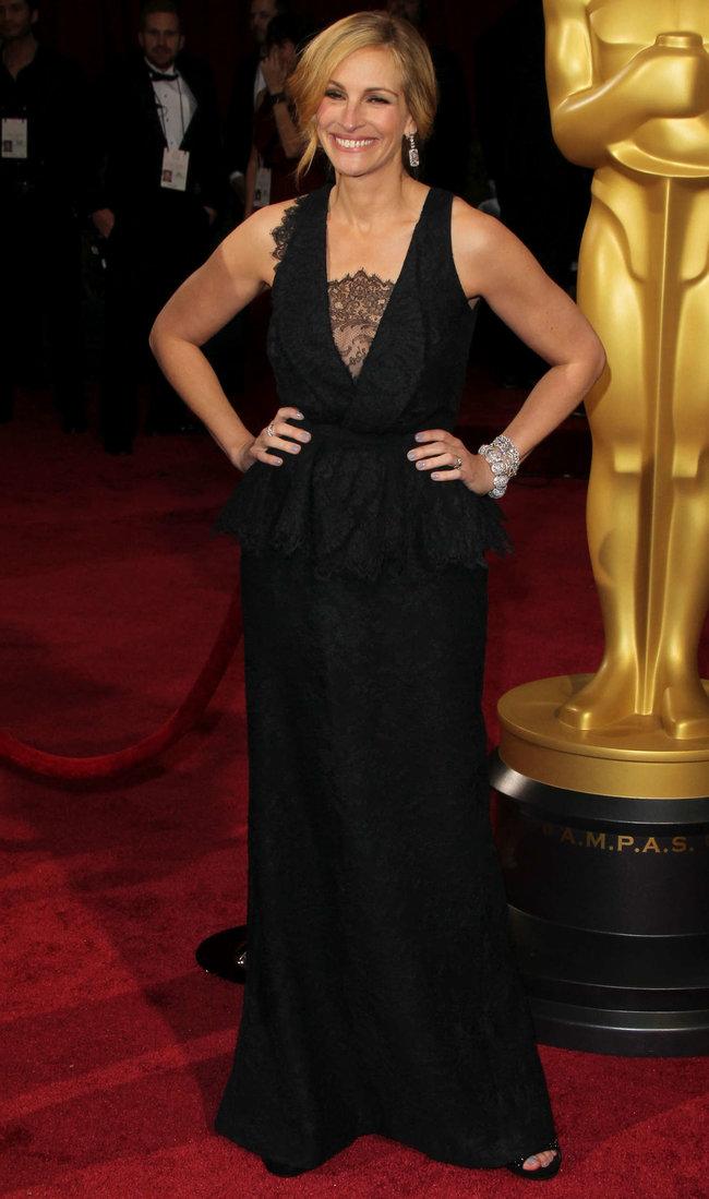 Джулия Робертс посетила церемонию вручения премии «Оскар 2014»: oscar-2014-julia-roberts--03_Starbeat.ru