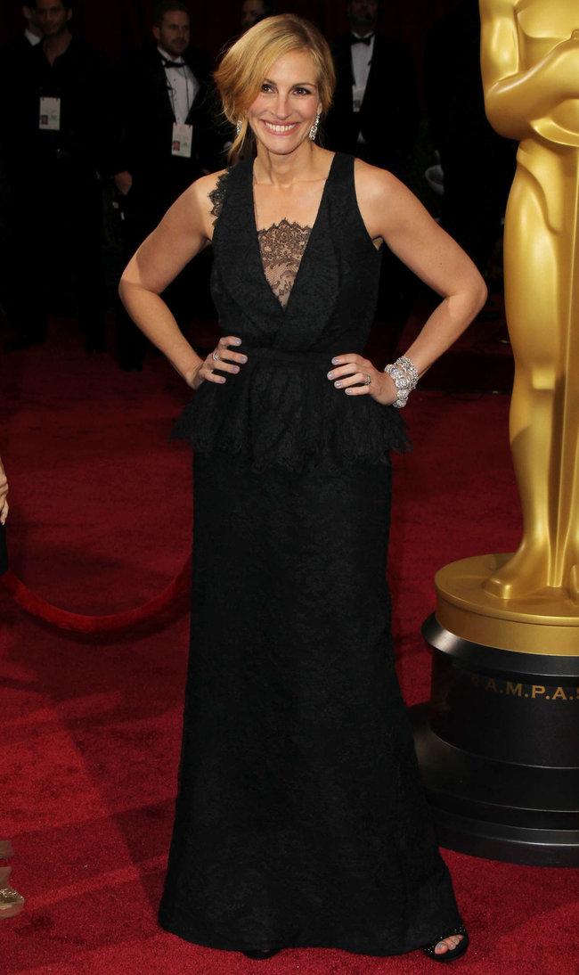 Джулия Робертс посетила церемонию вручения премии «Оскар 2014»: oscar-2014-julia-roberts--04_Starbeat.ru