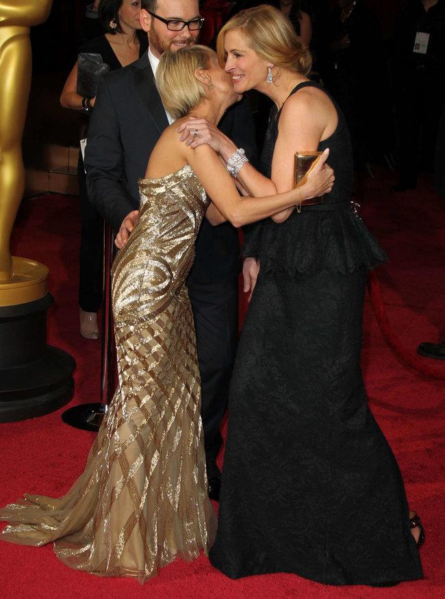 Джулия Робертс посетила церемонию вручения премии «Оскар 2014»: oscar-2014-julia-roberts--09_Starbeat.ru