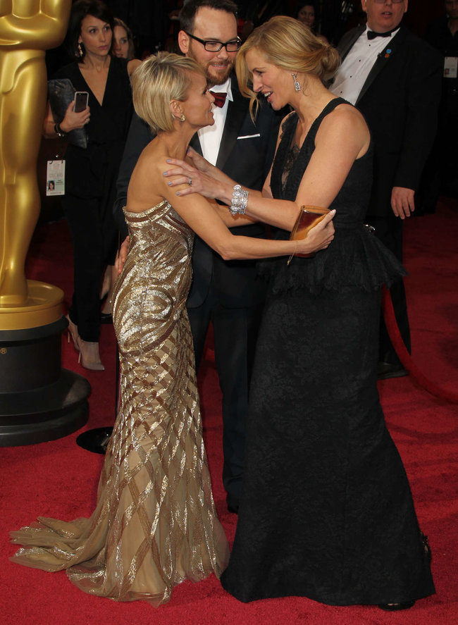 Джулия Робертс посетила церемонию вручения премии «Оскар 2014»: oscar-2014-julia-roberts--10_Starbeat.ru