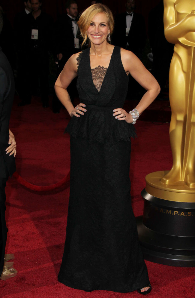 Джулия Робертс посетила церемонию вручения премии «Оскар 2014»: oscar-2014-julia-roberts--11_Starbeat.ru