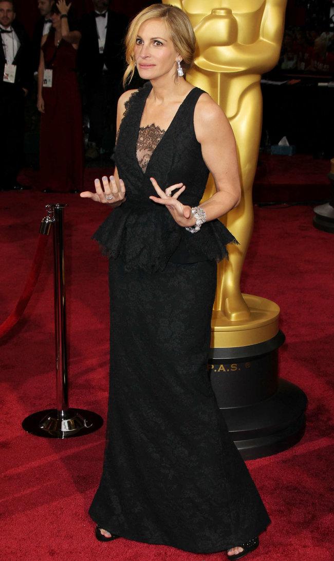 Джулия Робертс посетила церемонию вручения премии «Оскар 2014»: oscar-2014-julia-roberts--16_Starbeat.ru