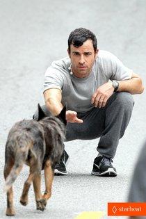 На съемочной площадке «The Leftovers»: Джастин Теру в трогательной сцене с собакой: justin-theroux-begins-filming-hbo-pilot-leftovers-01_Starbeat.ru