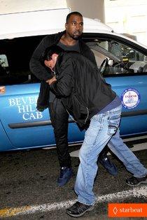 Канье Уэст объявлен подозреваемым в преступлении из-за драки с папарацци: kanye-west-felony-suspect-after-lax-photographer-scuffle-01_Starbeat.ru
