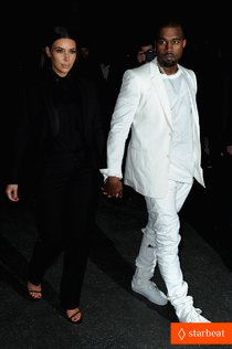 Ким Кардашьян и Канье Уэст на фэшн-шоу «Givenchy»: kim-kardashian-kanye-west-givenchy-show-couple-07_Starbeat.ru