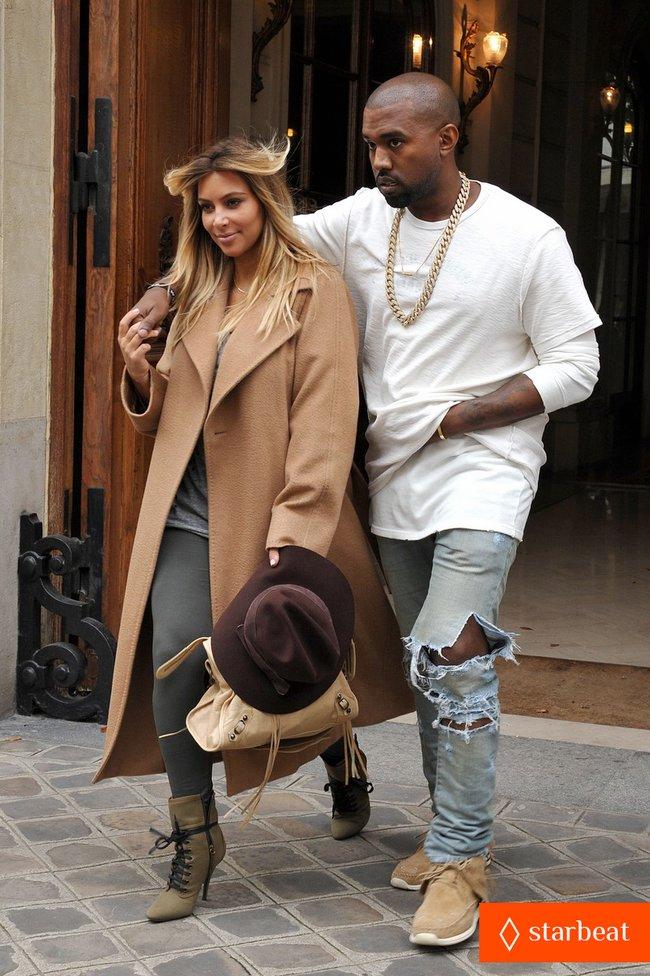 Ким Кардашьян и Канье Уэст проводят время во Франции: kim-kardashian-kanye-west-step-out-together-in-paris-01_Starbeat.ru
