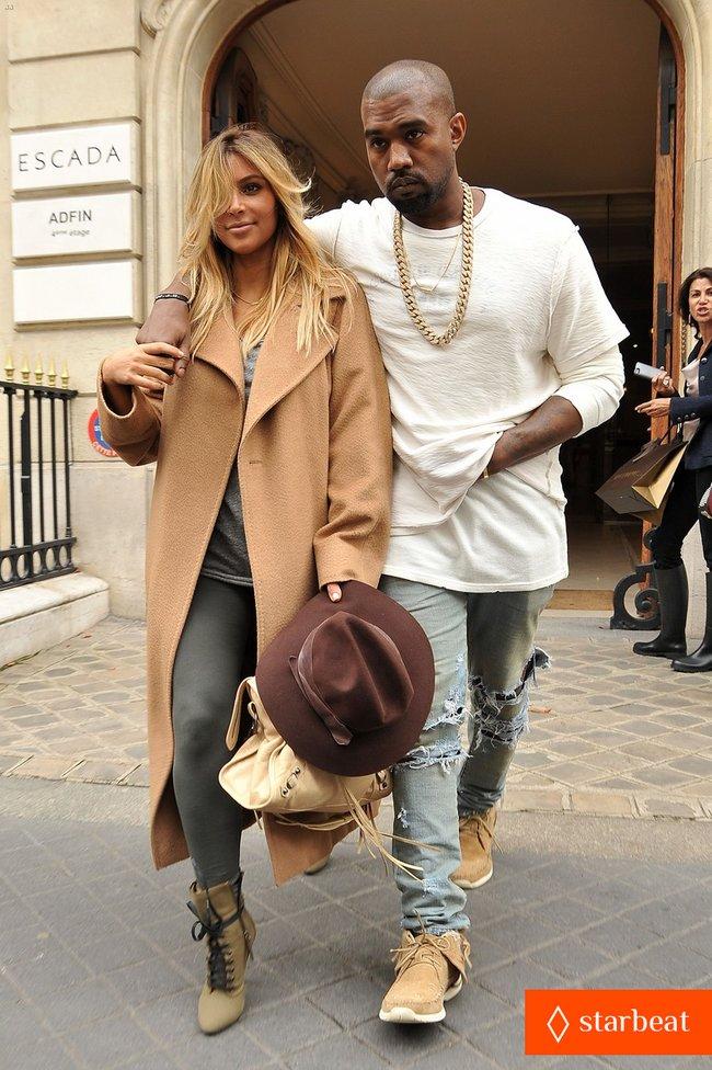 Ким Кардашьян и Канье Уэст проводят время во Франции: kim-kardashian-kanye-west-step-out-together-in-paris-05_Starbeat.ru