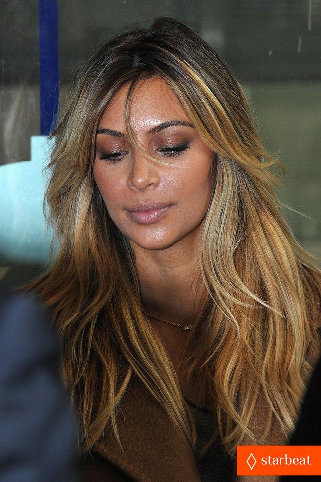 Ким Кардашьян и Канье Уэст проводят время во Франции: kim-kardashian-kanye-west-step-out-together-in-paris-10_Starbeat.ru