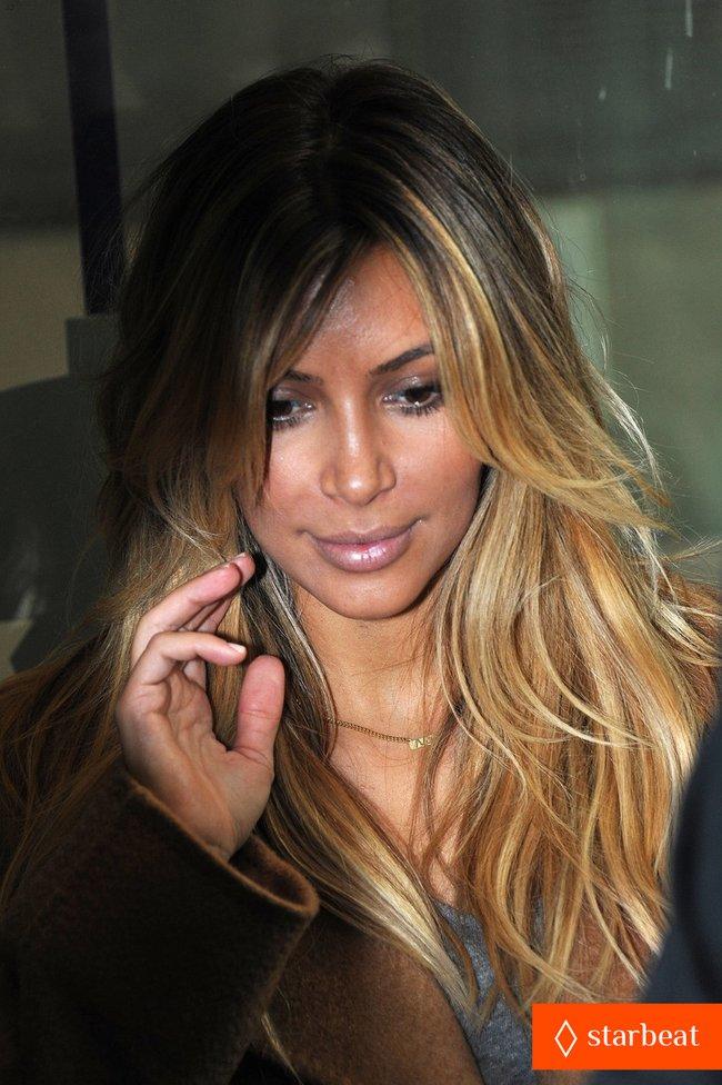 Ким Кардашьян и Канье Уэст проводят время во Франции: kim-kardashian-kanye-west-step-out-together-in-paris-11_Starbeat.ru