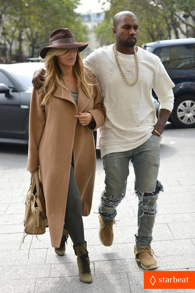 Ким Кардашьян и Канье Уэст проводят время во Франции: kim-kardashian-kanye-west-step-out-together-in-paris-12_Starbeat.ru