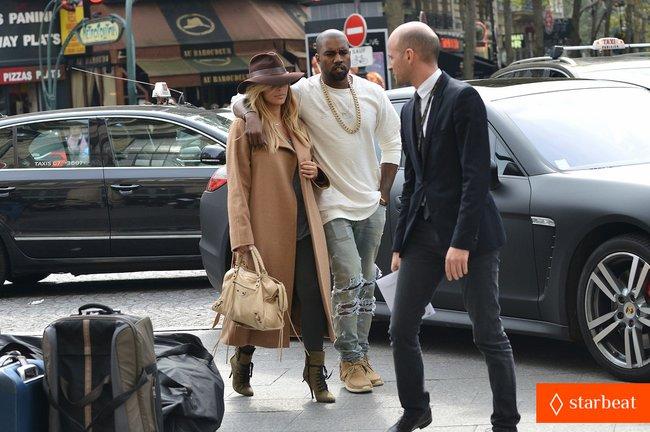 Ким Кардашьян и Канье Уэст проводят время во Франции: kim-kardashian-kanye-west-step-out-together-in-paris-14_Starbeat.ru