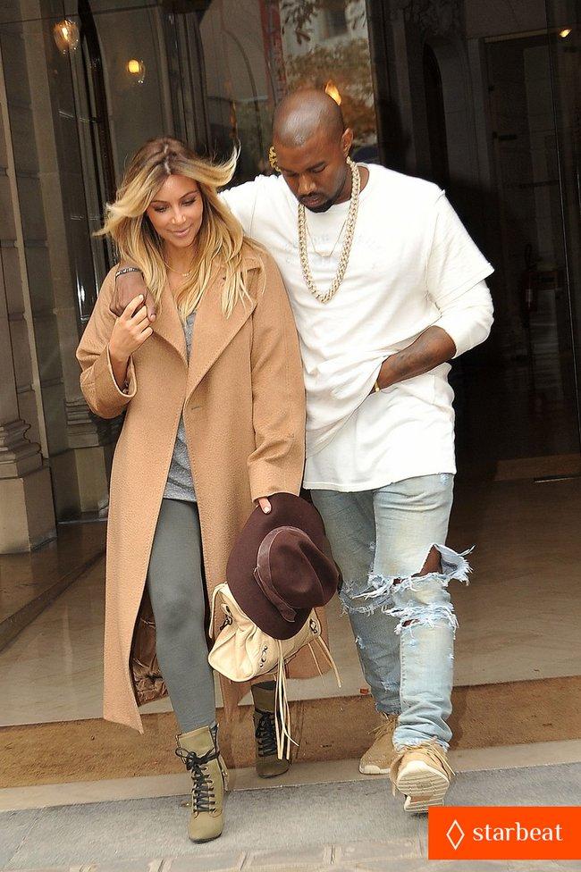 Ким Кардашьян и Канье Уэст проводят время во Франции: kim-kardashian-kanye-west-step-out-together-in-paris-18_Starbeat.ru