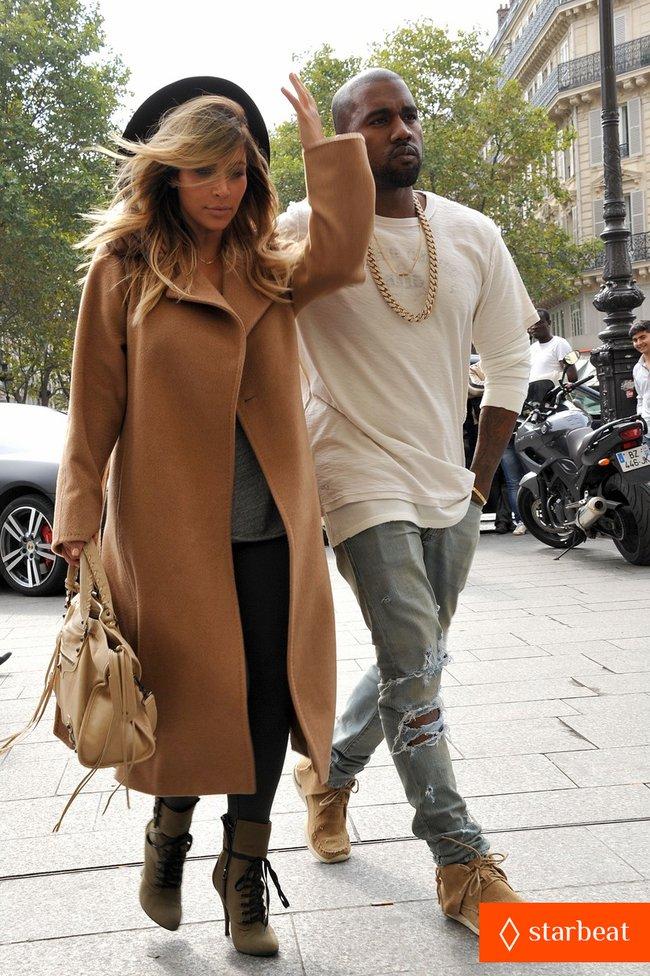 Ким Кардашьян и Канье Уэст проводят время во Франции: kim-kardashian-kanye-west-step-out-together-in-paris-20_Starbeat.ru