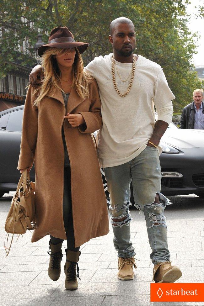 Ким Кардашьян и Канье Уэст проводят время во Франции: kim-kardashian-kanye-west-step-out-together-in-paris-24_Starbeat.ru