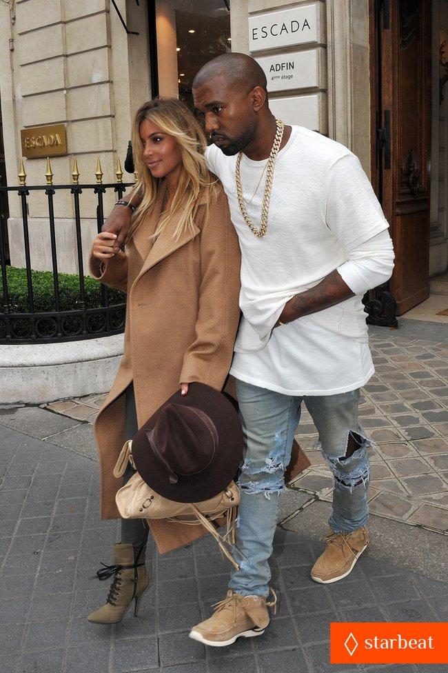 Ким Кардашьян и Канье Уэст проводят время во Франции: kim-kardashian-kanye-west-step-out-together-in-paris-27_Starbeat.ru