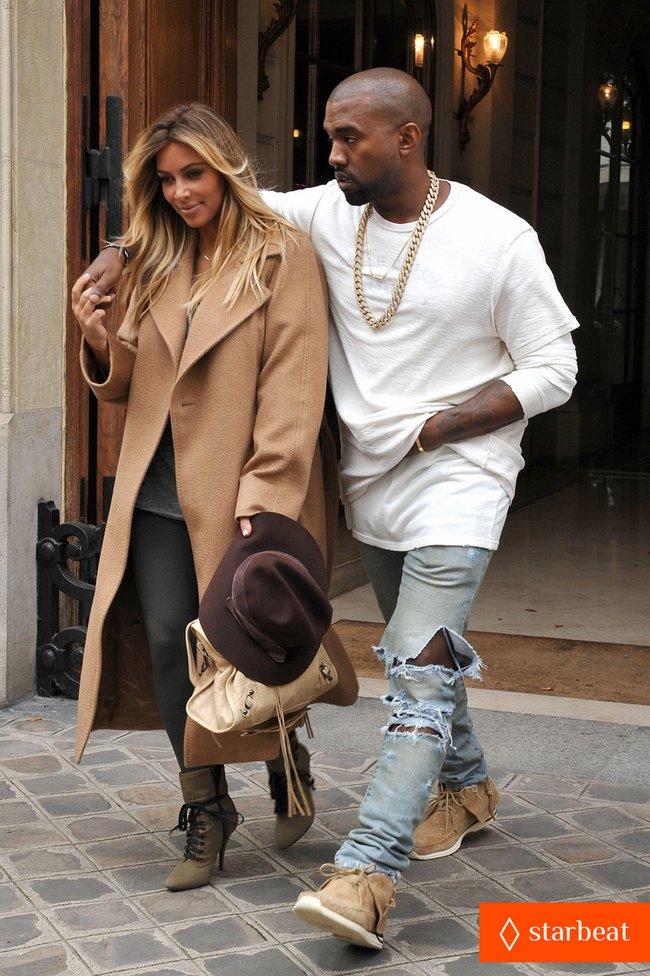Ким Кардашьян и Канье Уэст проводят время во Франции: kim-kardashian-kanye-west-step-out-together-in-paris-28_Starbeat.ru