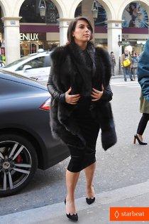 Тяга к прекрасному: Канье Уэст и Ким Кардашьян отправились в музей: pregnant-kim-kardashian-kanye-west-palais-de-tokyo-visit-01_Starbeat.ru