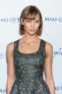 Благотворительный вечер «Make-A-Wish» с Карли Клосс: karlie-kloss---make-a-wish-metro-new-yorks-30th-anniversary-gala--10_Starbeat.ru