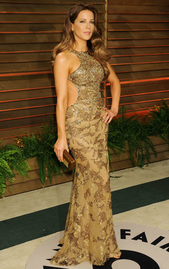 Журнал «Vanity Fair» чествует звезд: Кейт Бекинсэйл : kate-beckinsale-oscars-2014---vanity-fair-party--05_Starbeat.ru