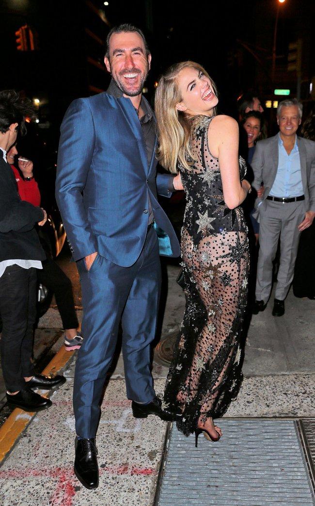 Кейт Аптон отмечает свой 24-й день рождения в подворотнях Нью-Йорка: kate-upton-13_Starbeat.ru