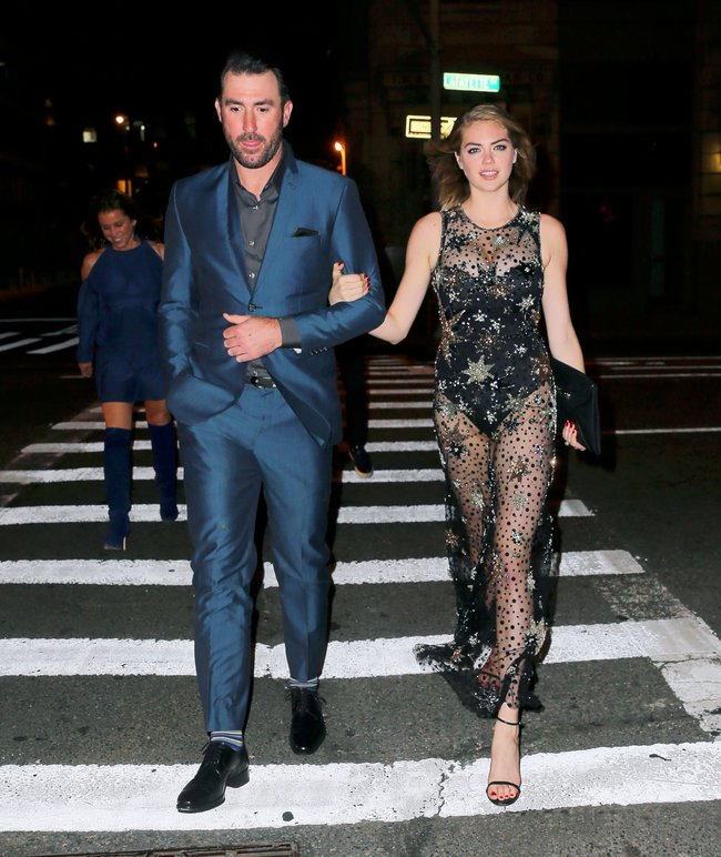 Кейт Аптон отмечает свой 24-й день рождения в подворотнях Нью-Йорка: kate-upton-4_Starbeat.ru
