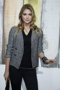 Кейт Аптон: показ новой коллекции «Chanel 2014» в Париже: kate-upton---chanel-fashion-show-2014--01_Starbeat.ru