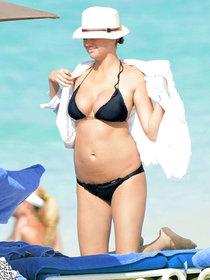 Кейт Аптон и Камерон Диас на Багамах: kate-upton-in-black-bikini-in-bahamas--26_Starbeat.ru