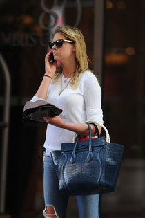 Папарацци засняли Кейт Аптон в Нью-Йорке: kate-upton---in-jeans-out-in-ny--01_Starbeat.ru