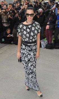 Неделя Моды в Париже: Кэти Перри на шоу «Chanel SS 2014»: katy-perry-paris-fashion-week-2013---chanel-ss-2014-show-01_Starbeat.ru
