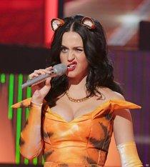 Кэти Перри выступила на сцене «The X Factor UK» в Лондоне: katy-perry-1_Starbeat.ru