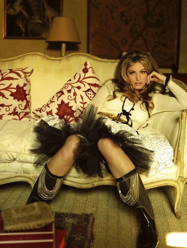 Очаровательная Келли Брук снялась для журнала «Hello»: kelly-brook-hello-magazine--05_Starbeat.ru